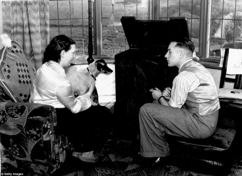 BENNY CRAIGH WIFE WOLVES ENGLAND CAPTIN 1938